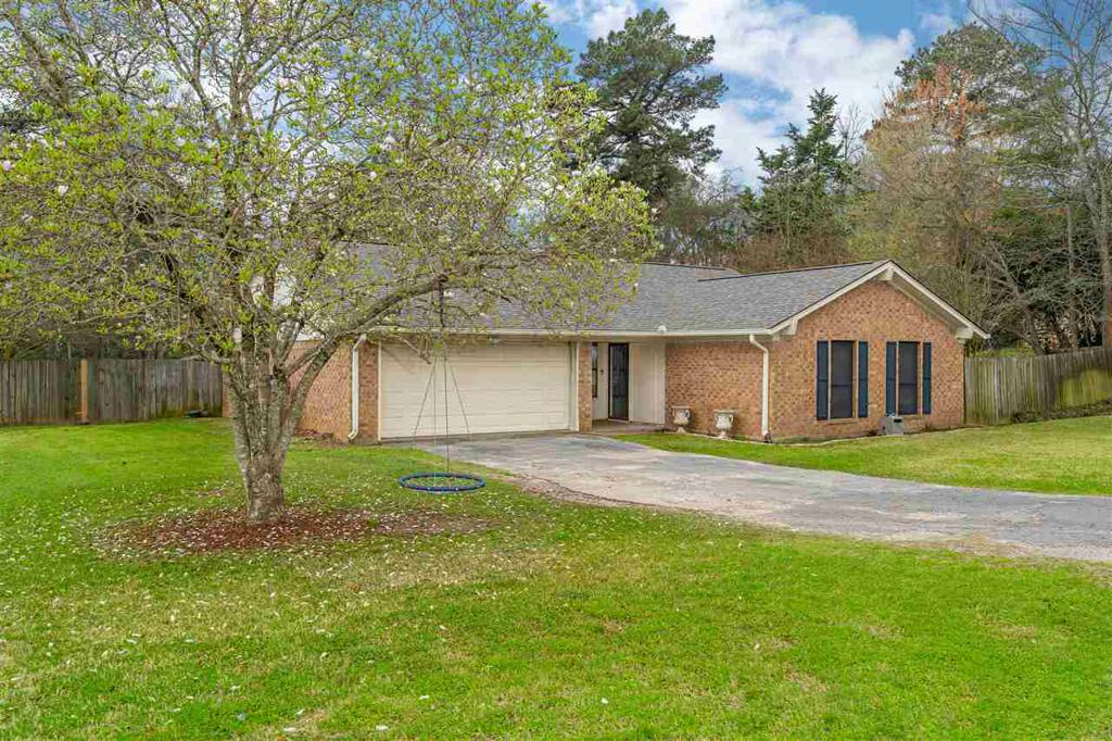 Photo of home for sale at 239 Mosley Cir, Longview TX