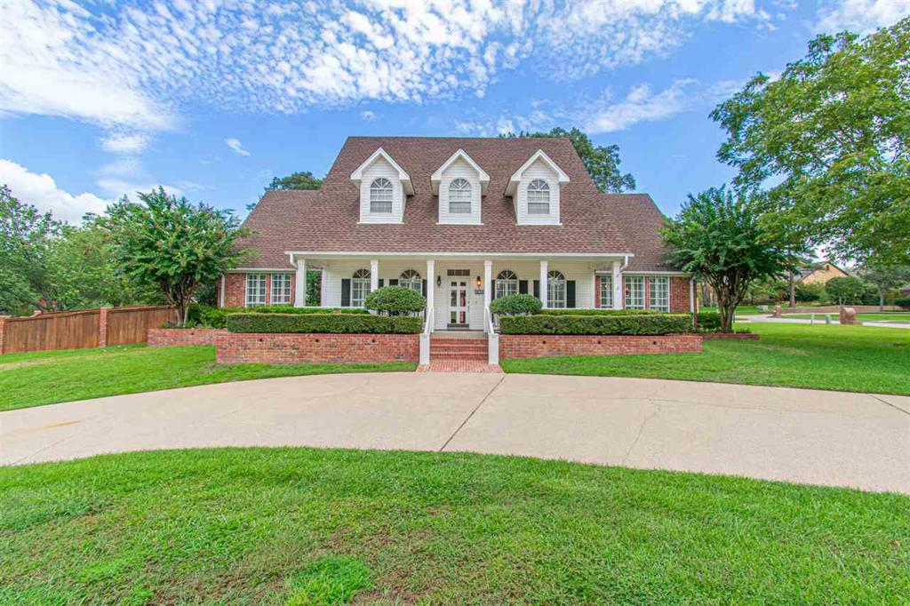 Photo of home for sale at 802 Blenheim Place, Tyler TX