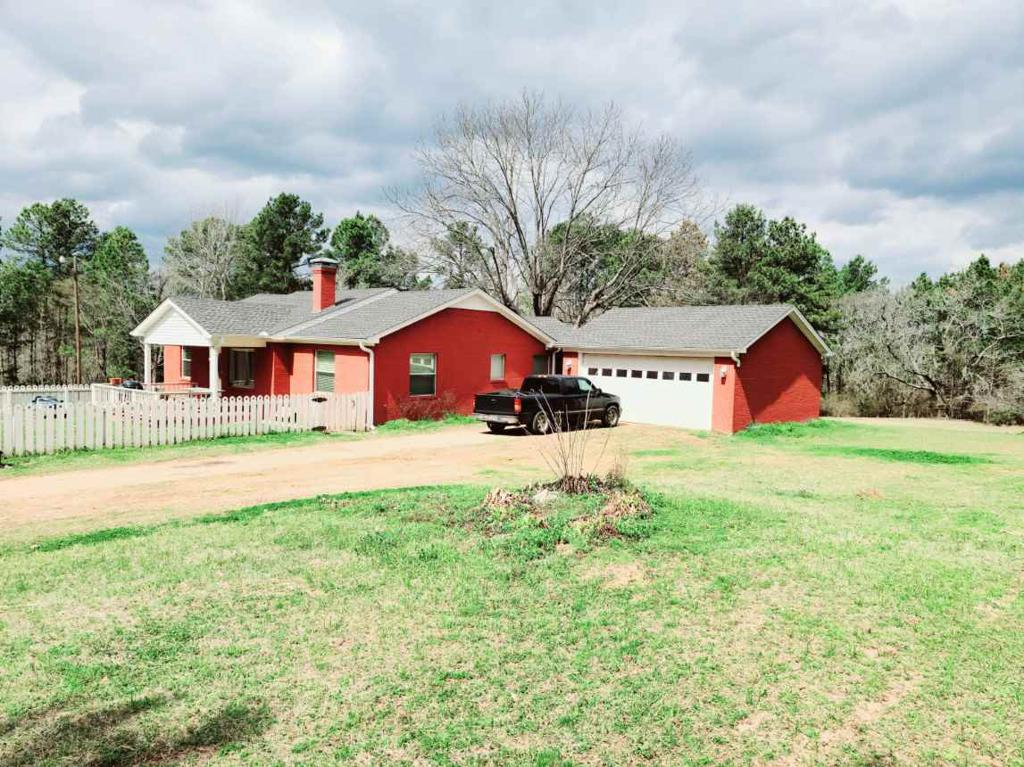 Photo of home for sale at 9462 Cr 147, Overton TX