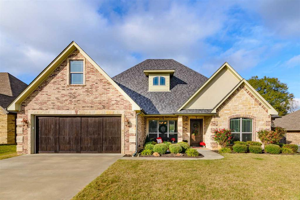 Photo of home for sale at 119 Blaine Trail, Longview TX