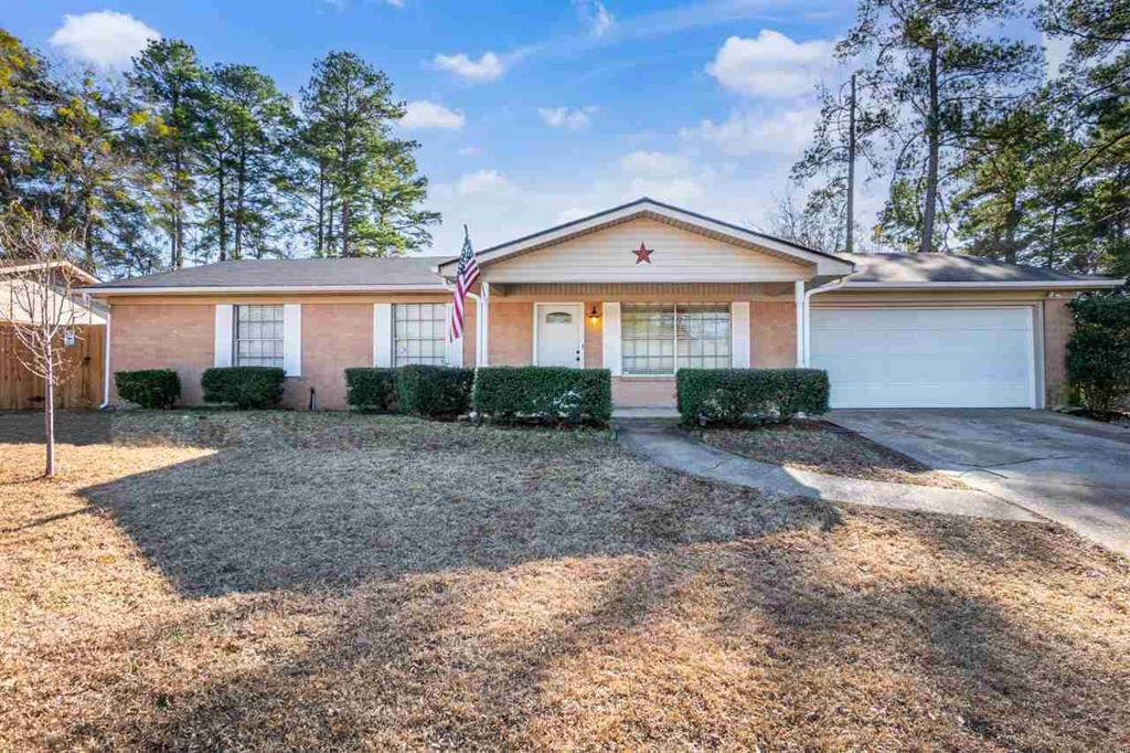Photo of home for sale at 1214 Baxley Lane, Longview TX
