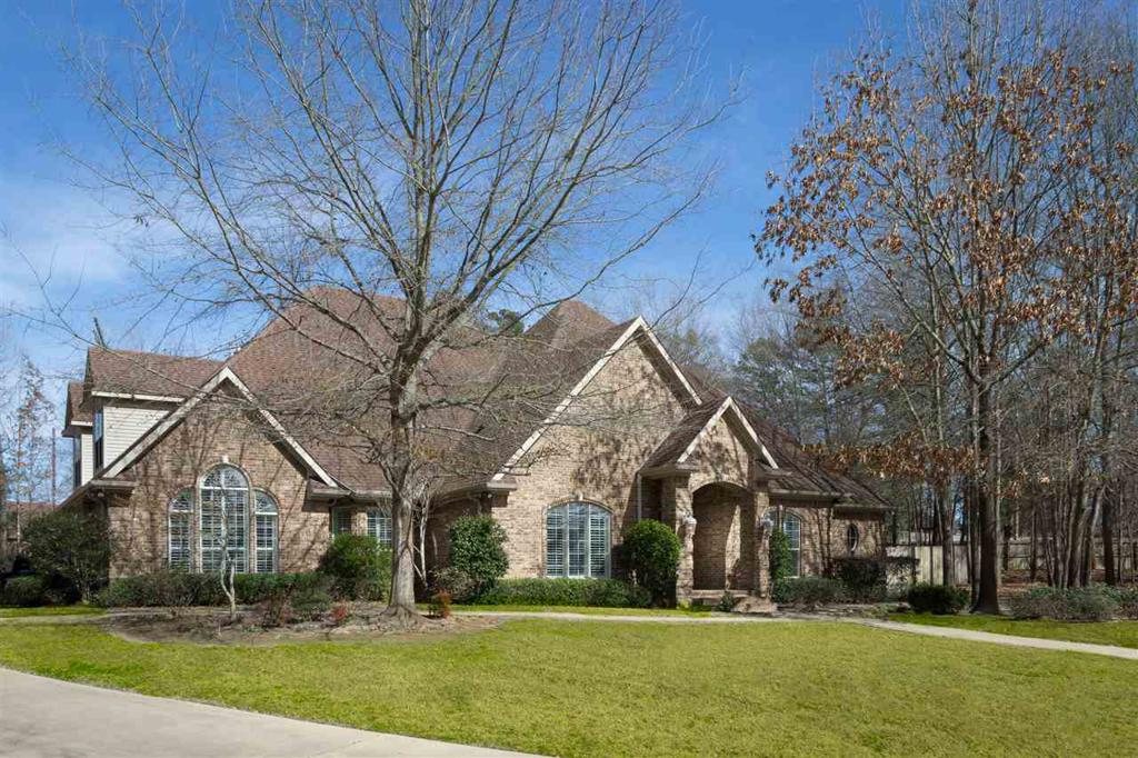 Photo of home for sale at 1 Sandy Creek, Longview TX