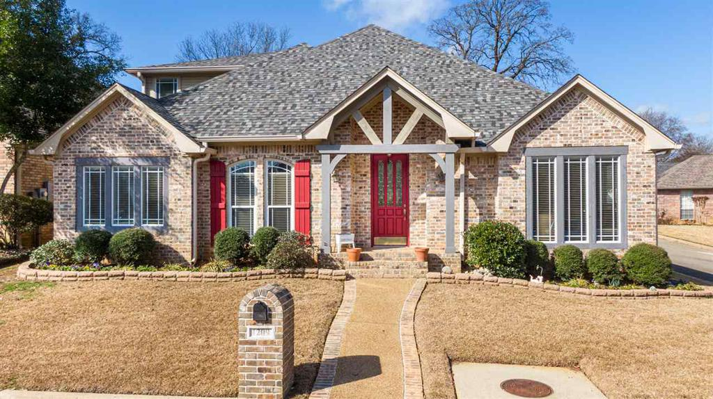 Photo of home for sale at 1209 Rosewood Ct, Longview TX