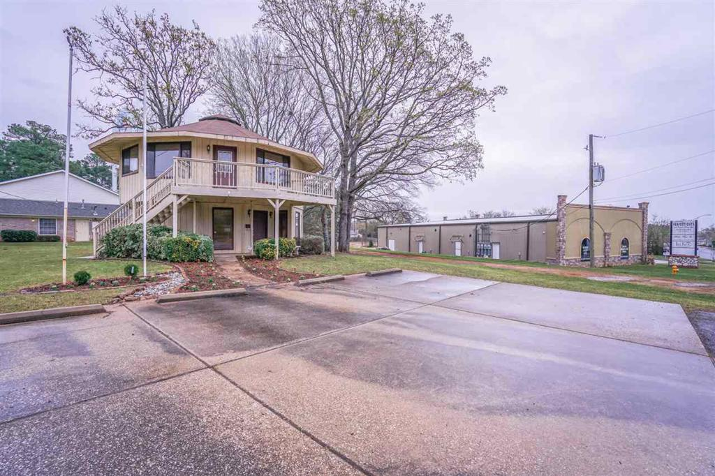 Photo of home for sale at 3100 Gilmer Rd, Longview TX