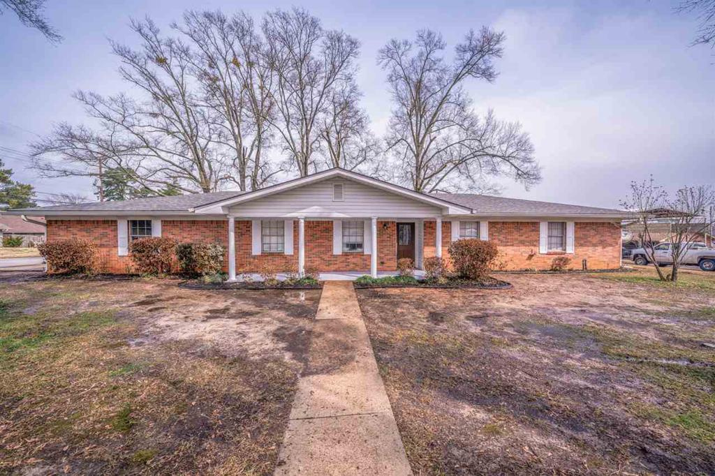 Photo of home for sale at 118 La Vista, Longview TX