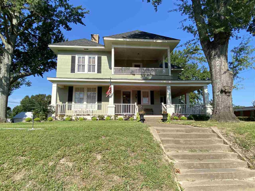 Photo of home for sale at 500 Main St, Henderson TX
