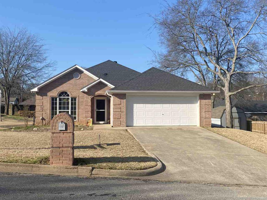 Photo of home for sale at 618 William Drive, Lindale TX