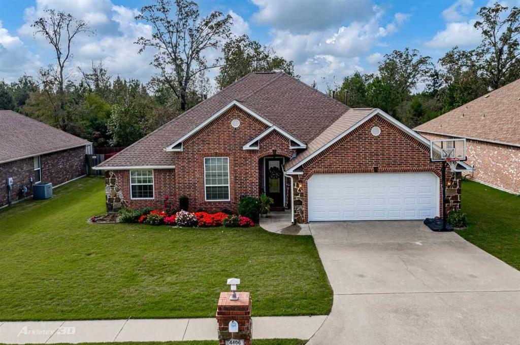 Photo of home for sale at 4406 Red Oak, Longview TX