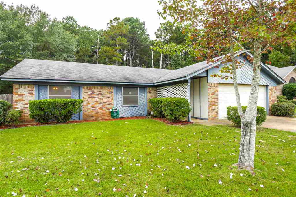 Photo of home for sale at 307 Park Pl., Marshall TX