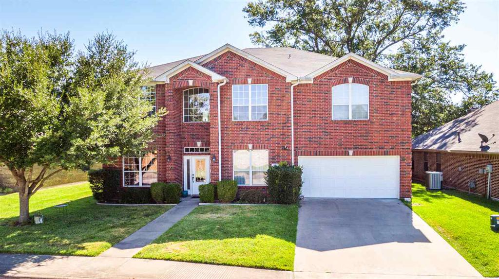 Photo of home for sale at 6045 Morning Mist Dr., Tyler TX