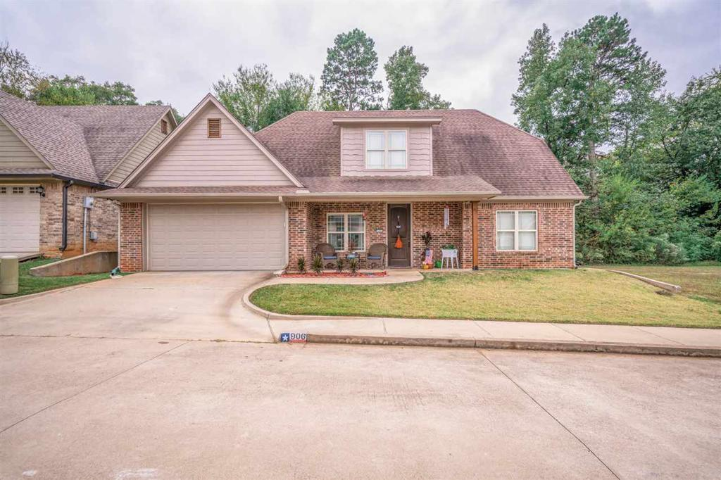 Photo of home for sale at 906 Tristan Ln, Longview TX