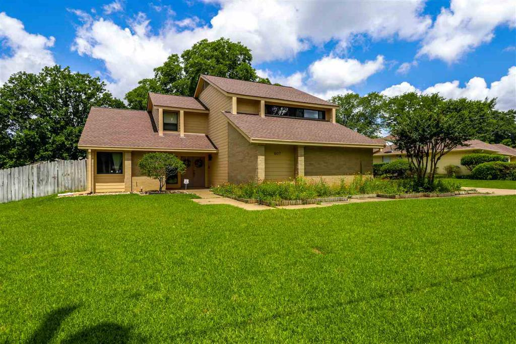 Photo of home for sale at 607 Regency, Longview TX