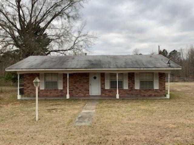 Photo of home for sale at 89 James Ln, Daingerfield TX