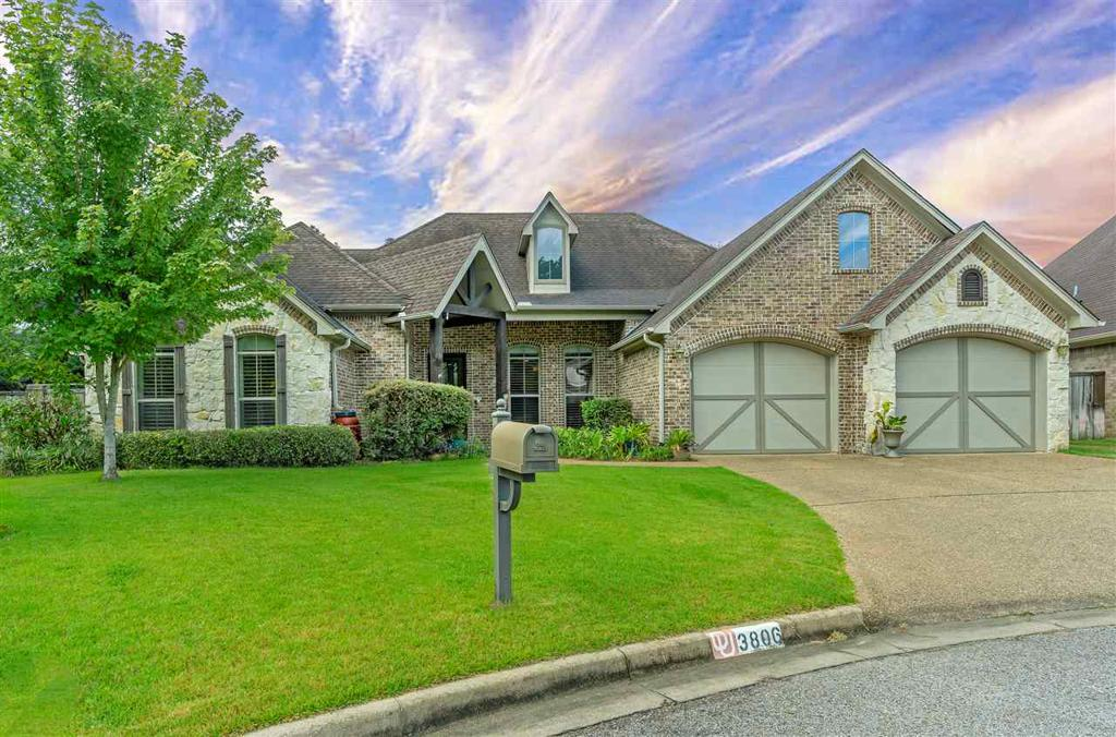 Photo of home for sale at 3806 Summerset Court, Longview TX