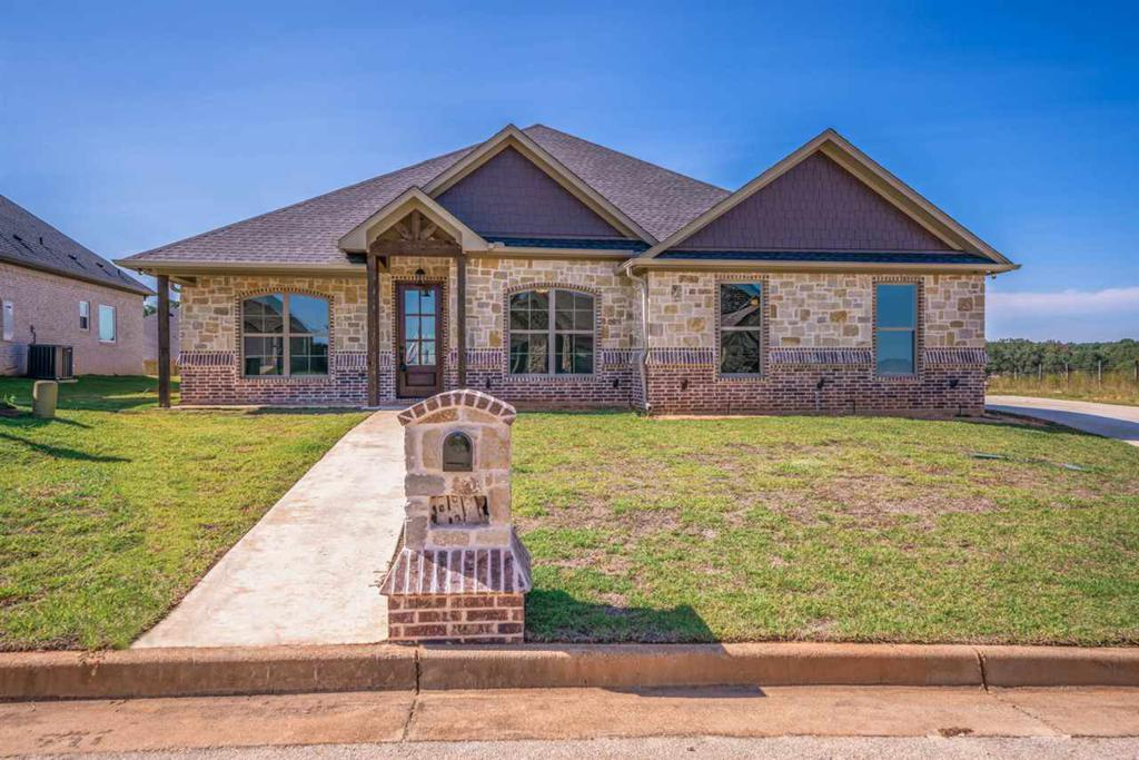 Photo of home for sale at 211 New Braunfels Ln, Hallsville TX