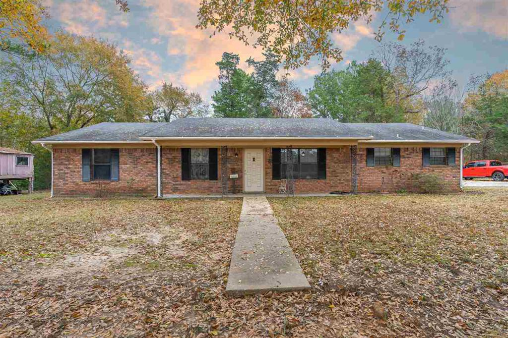 Photo of home for sale at 5018 State Hwy 149, Beckville TX