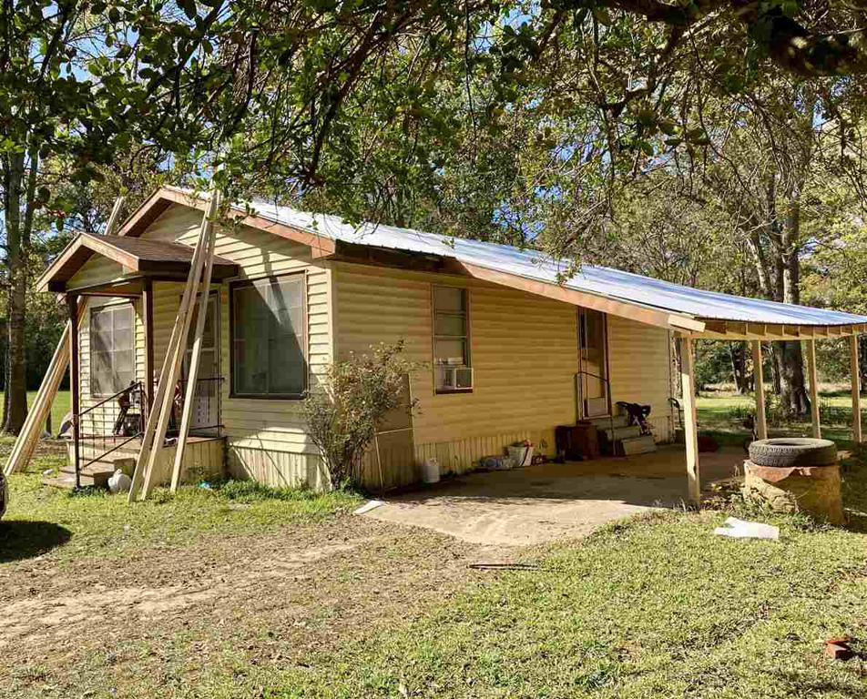 Photo of home for sale at 186 Chalk Street, Joaquin TX