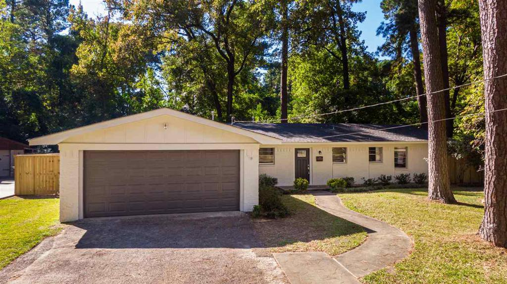 Photo of home for sale at 1111 JONQUIL DR, Longview TX