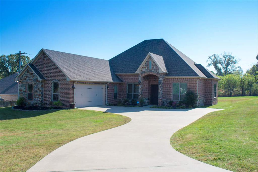 Photo of home for sale at 170 Towering Oaks Haven, Longview TX