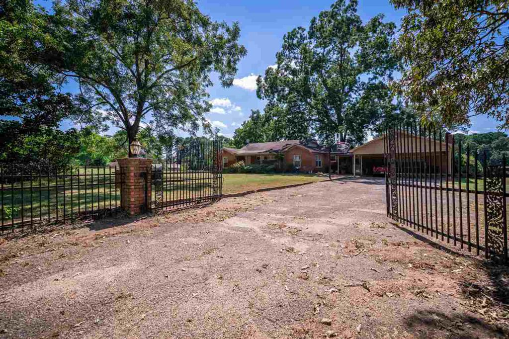 Photo of home for sale at 4139 Tryon Rd, Longivew TX