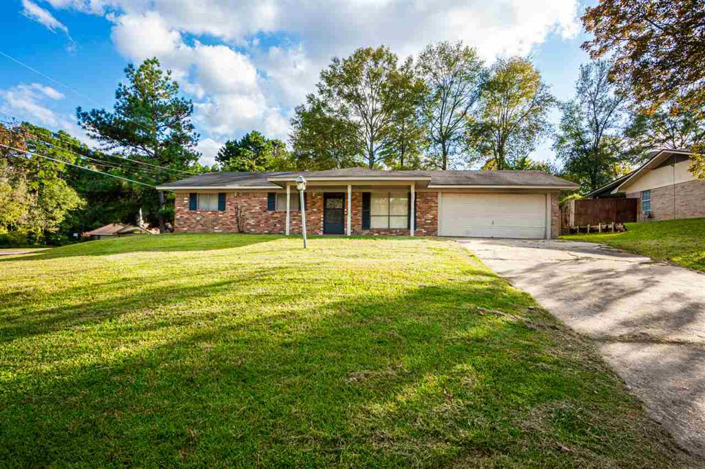 Photo of home for sale at 1700 Crestview Dr, Longview TX