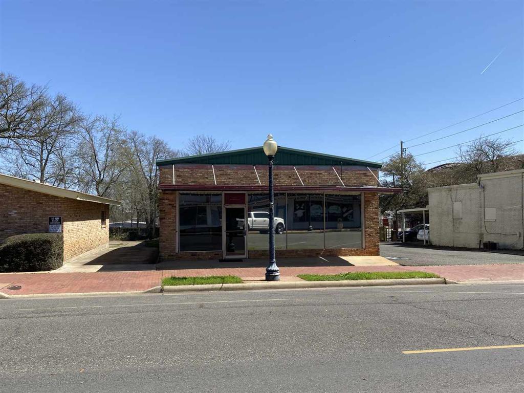Photo of home for sale at 402 Washington, Marshall TX