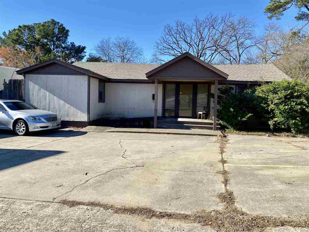 Photo of home for sale at 903 Pine Tree Road, Longview TX