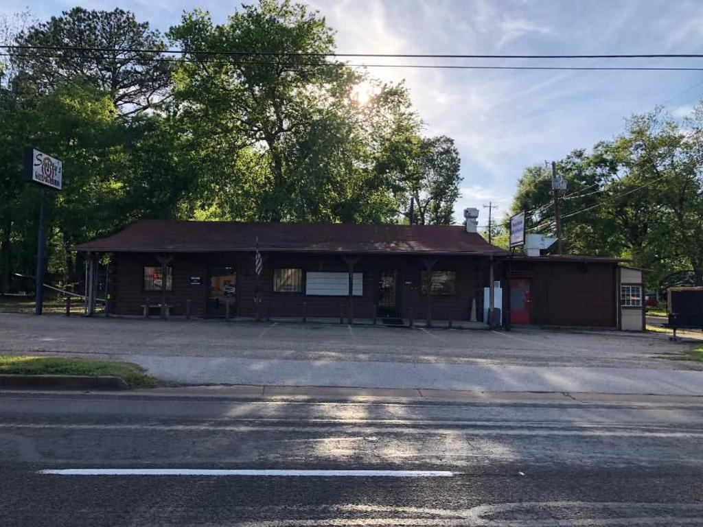 Photo of home for sale at 2701 Henderson Blvd, Kilgore TX