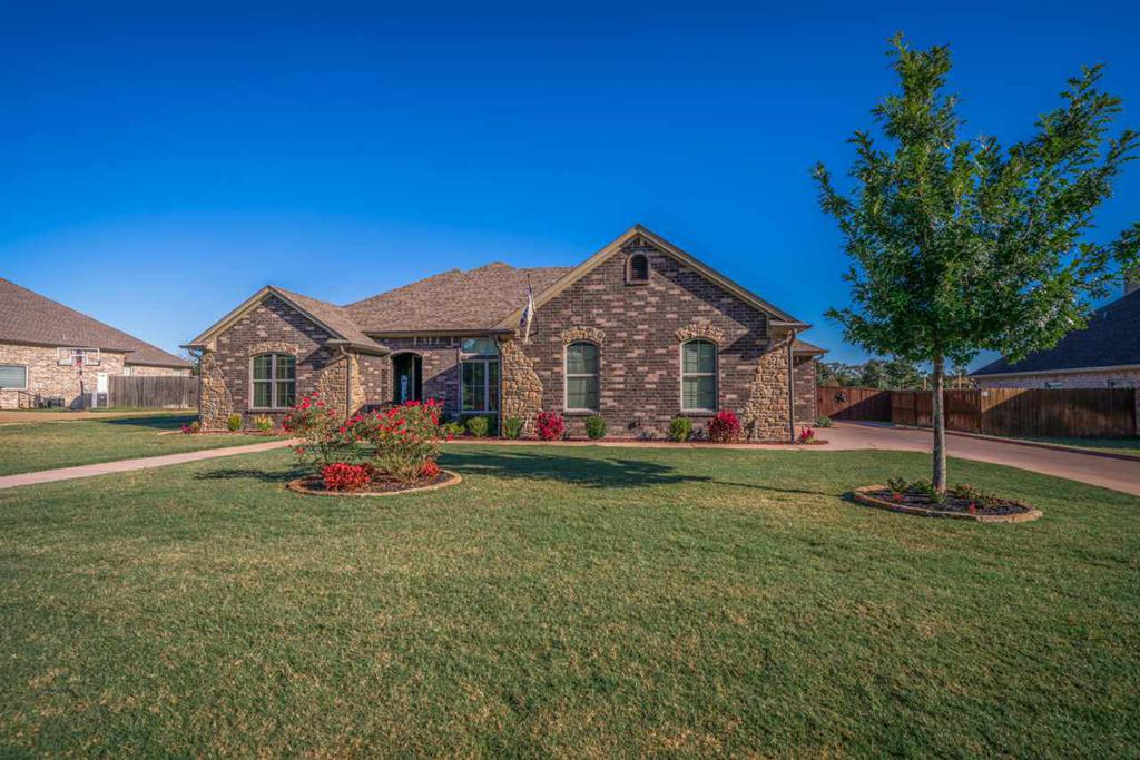 Photo of home for sale at 275 Highland Blvd, Hallsville TX