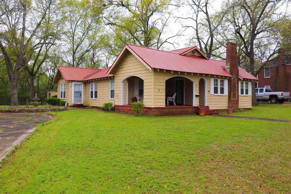 Photo of home for sale at 321 Warren St, Gilmer TX