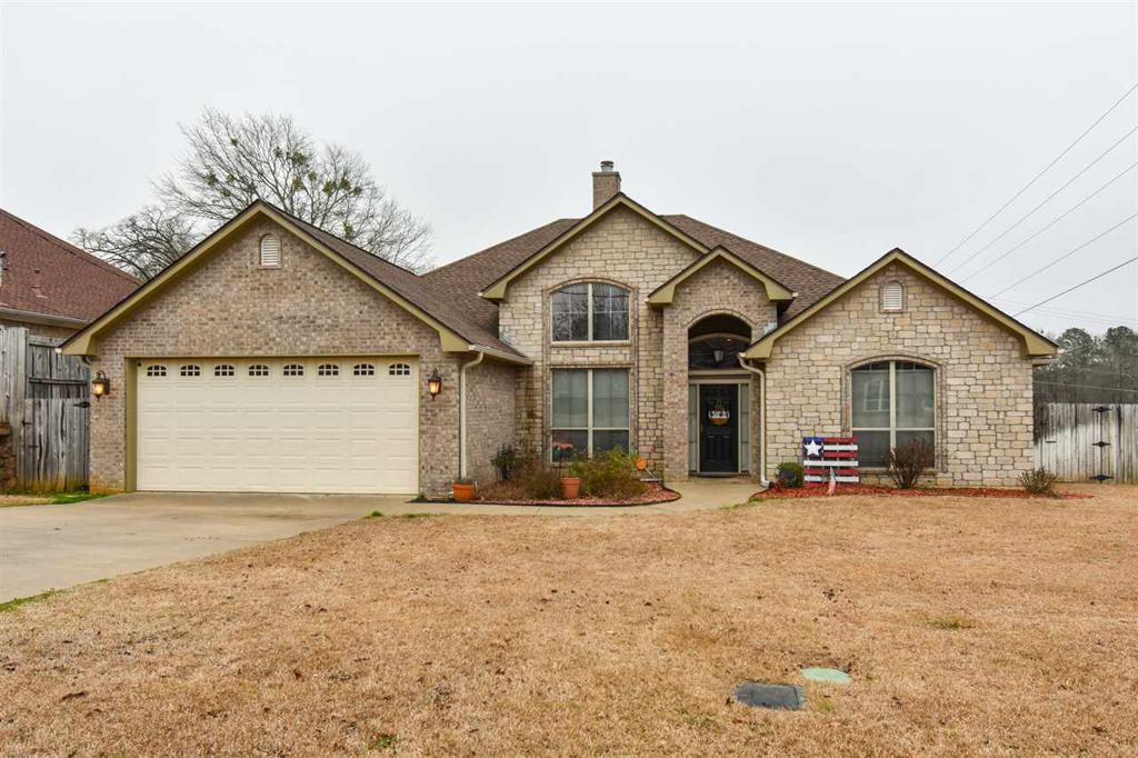 Photo of home for sale at 408 Ithaca Dr, Longview TX