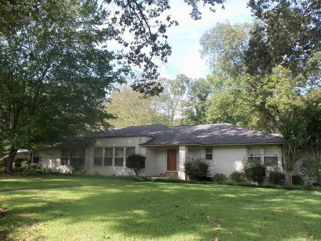Photo of home for sale at 603 Woodlawn Street, Kilgore TX