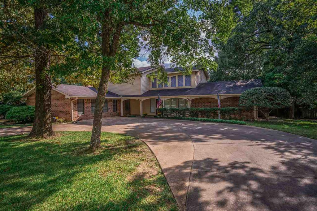 Photo of home for sale at 1110 Richwood St, Longview TX