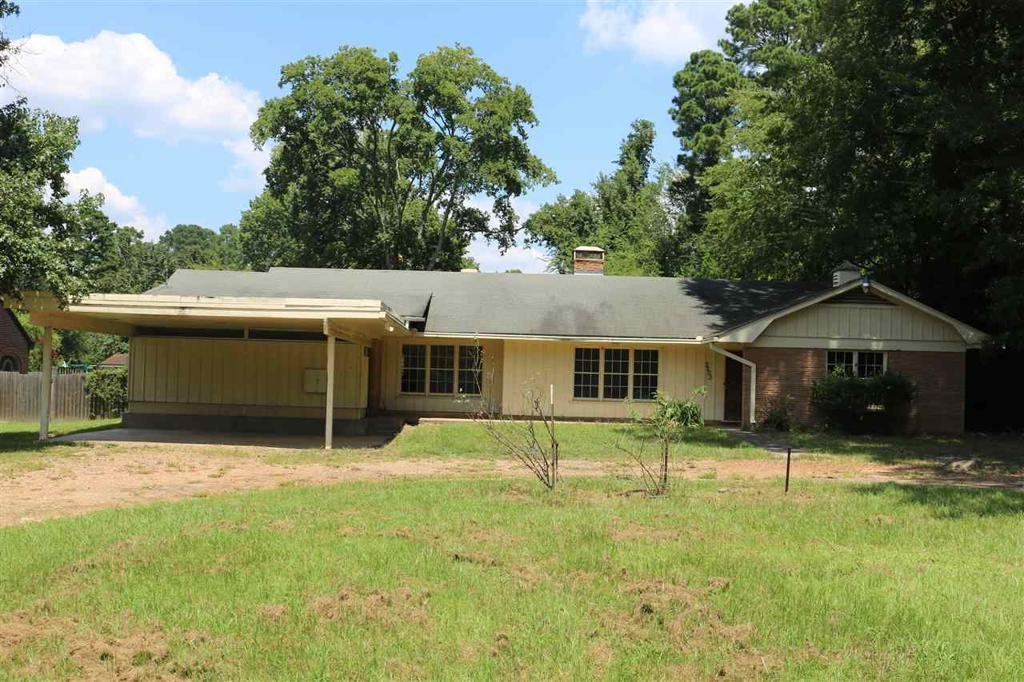 Photo of home for sale at 3203 Victory Drive, Marshall TX