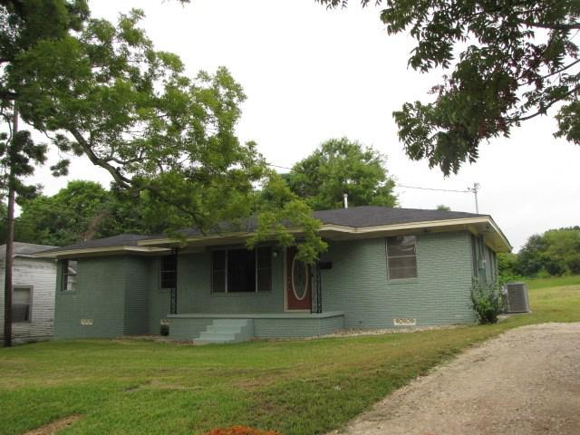 Photo of home for sale at 511 Robertson, Henderson TX