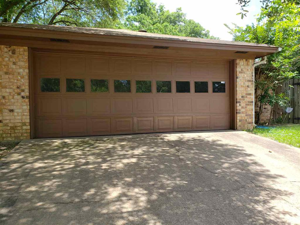 Photo of home for sale at 410 Magnolia Drive, Jefferson TX