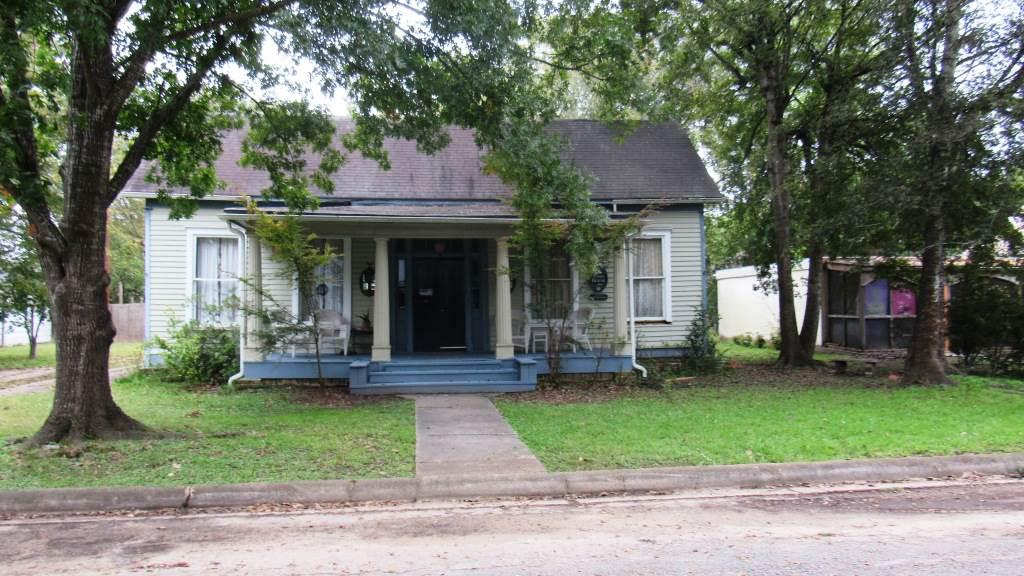 Photo of home for sale at 106 Clarksville, Jefferson TX