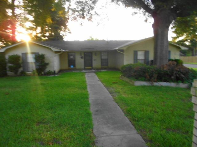 Photo of home for sale at 406 Country Club Drive, Marshall TX