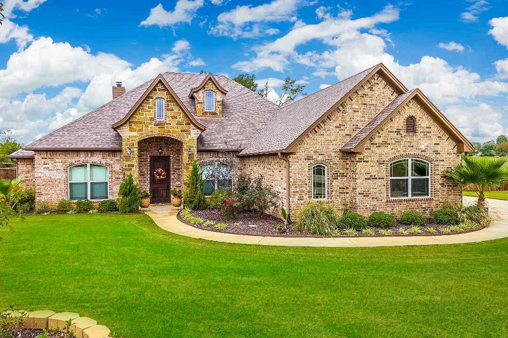 Photo of home for sale at 154 CIRCLE CLUB LN, Longview TX