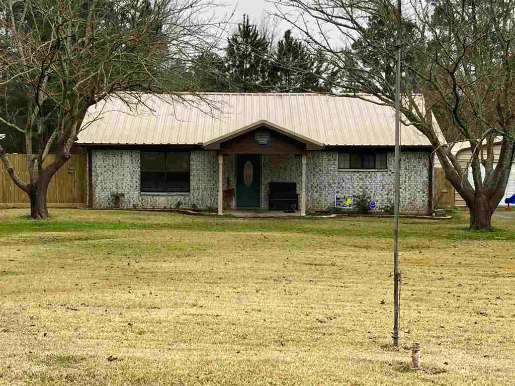 Photo of home for sale at 18468 CR 2187, Tatum TX