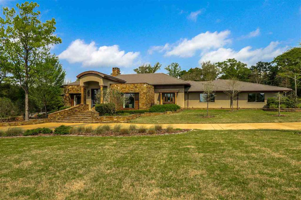 Photo of home for sale at 509 Oakwood Estates Blvd, Marshall TX