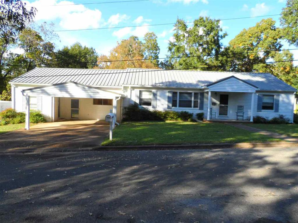 Photo of home for sale at 506 Christine St., Overton TX