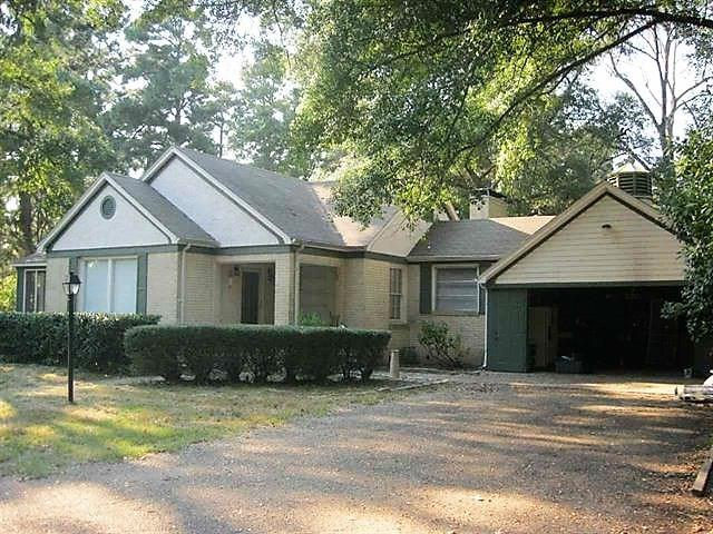 Photo of home for sale at 407 Hwy 59, Linden TX
