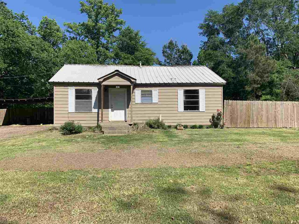 Photo of home for sale at 516 Vista Ln., Gladewater TX