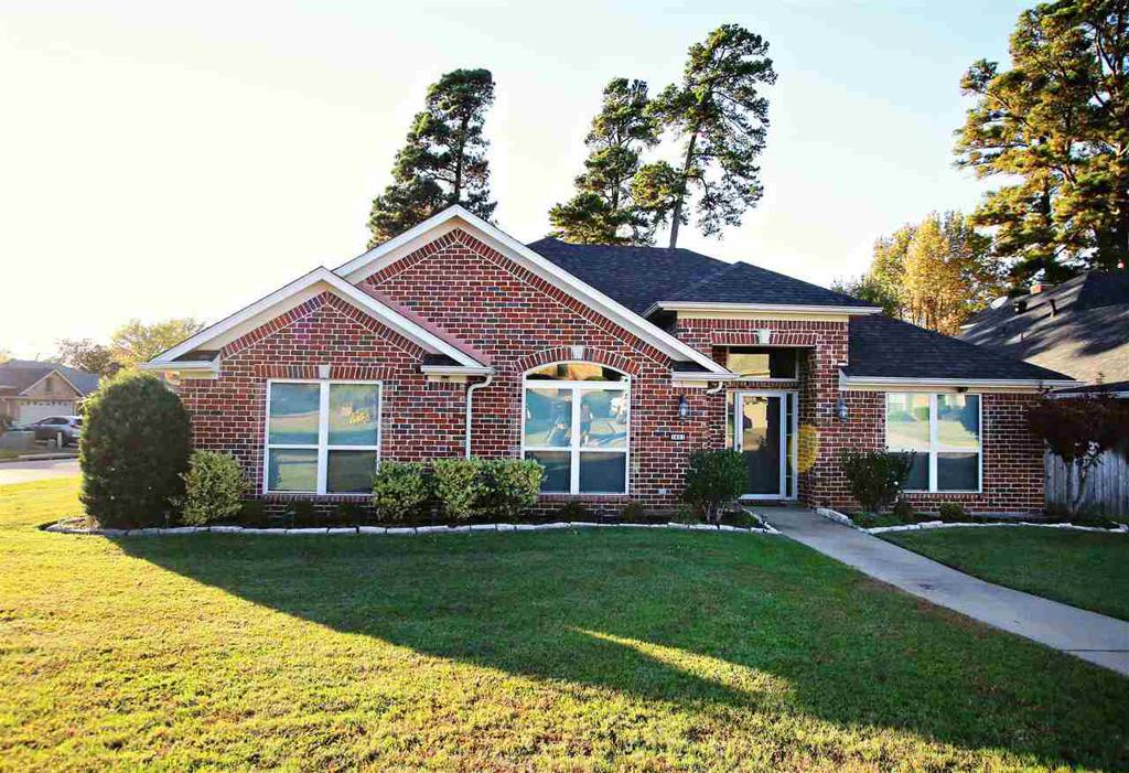 Photo of home for sale at 3401 Gladstone Way, Longview TX