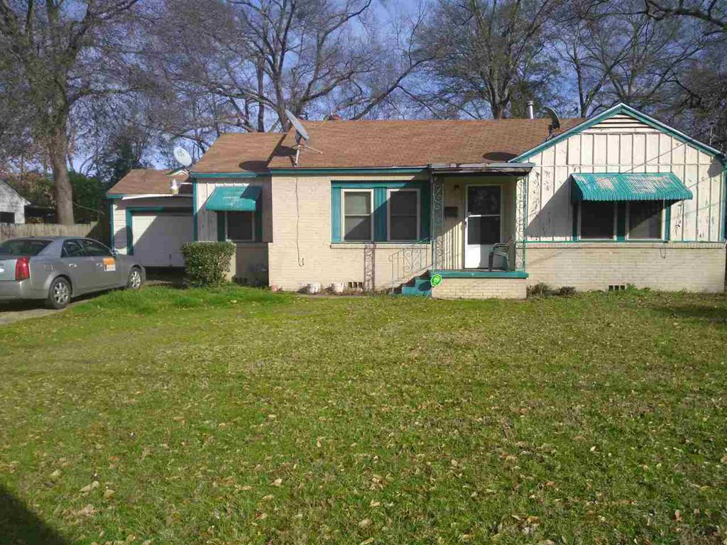 Photo of home for sale at 1106 HIGH ST., Longview TX