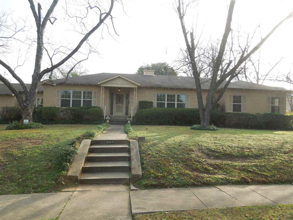 Photo of home for sale at 804 Sixth, Longview TX