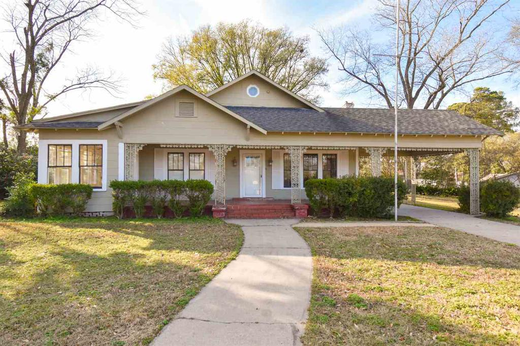 Photo of home for sale at 1921 Tryon, Longview TX