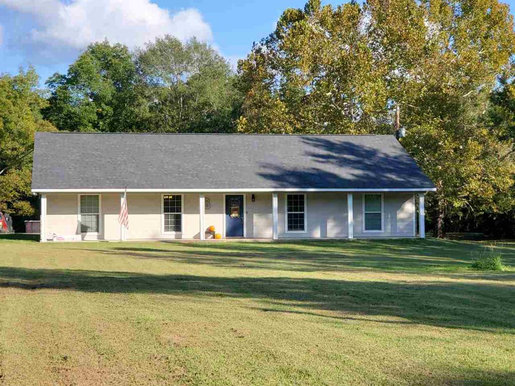 Photo of home for sale at 8285 FM 9 S, Waskom TX