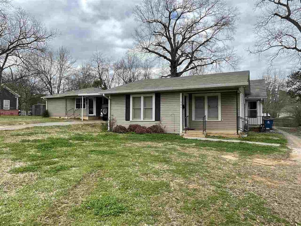 Photo of home for sale at 505 Ragley E, Henderson TX